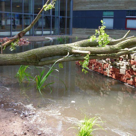 met bestaande materialen een vijver bouwen