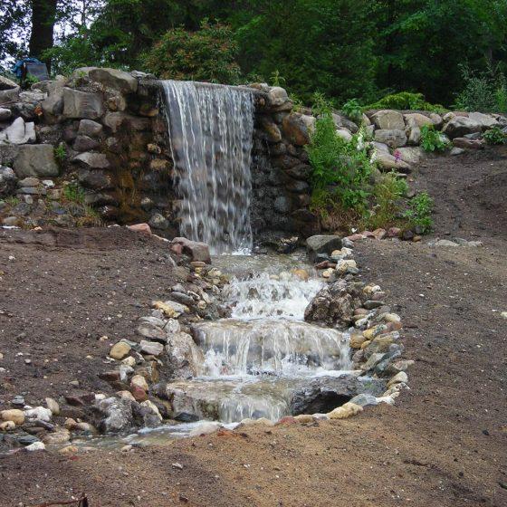 bergdal waterval waterstroompje