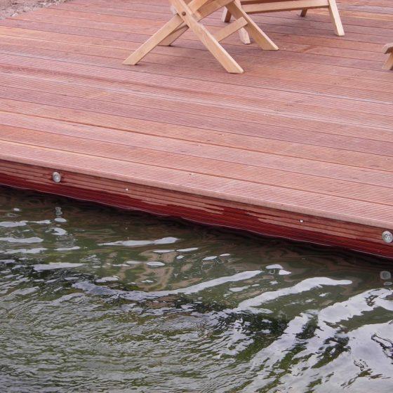zwemvijver Eelde met mooie vlonder